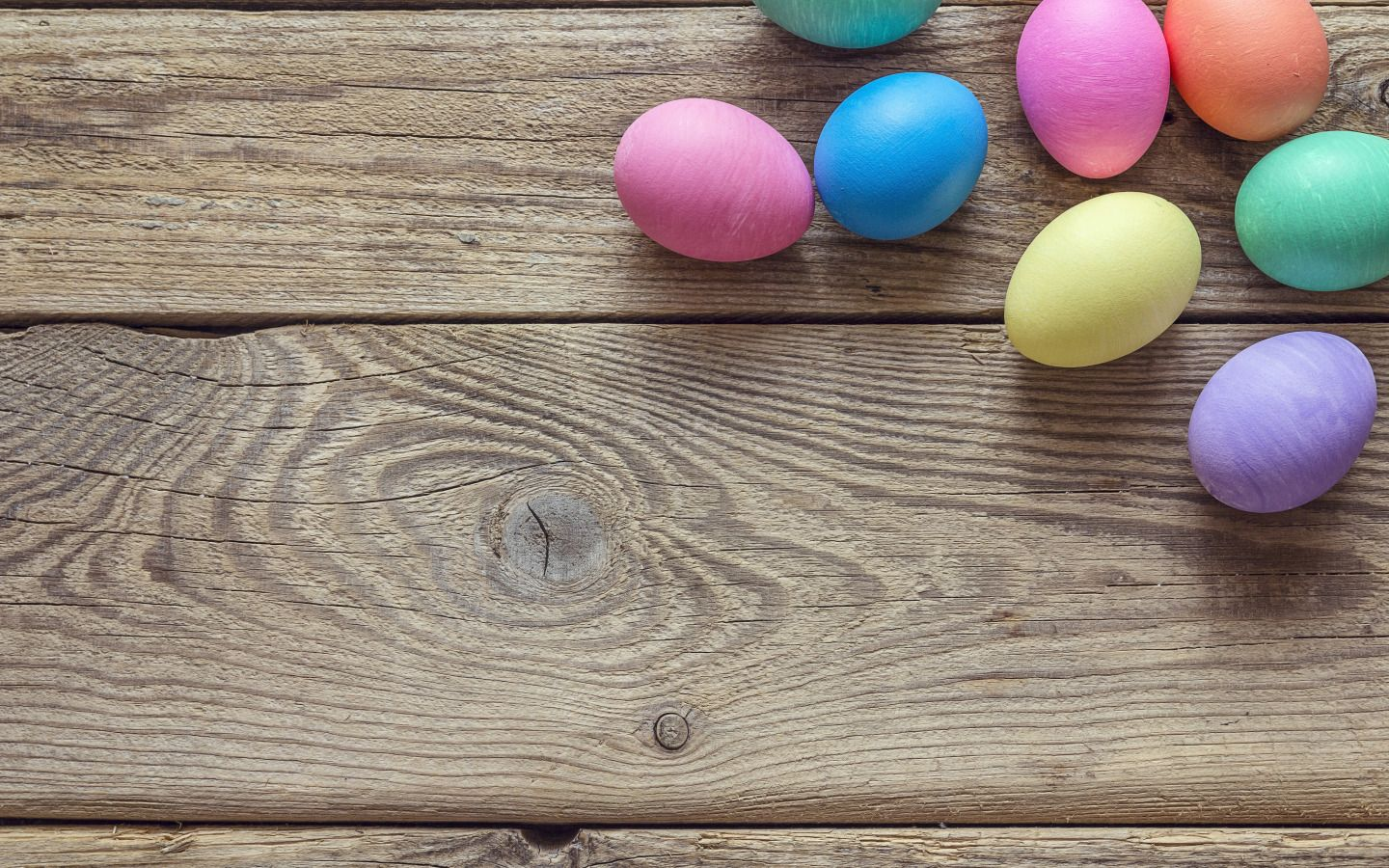 wood and eggs easter holiday collection