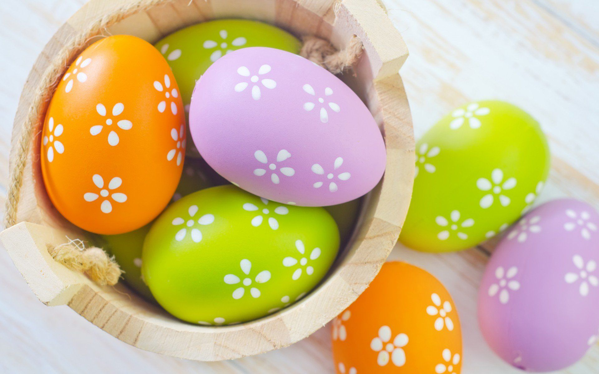 Colorful Easter eggs free desktop background