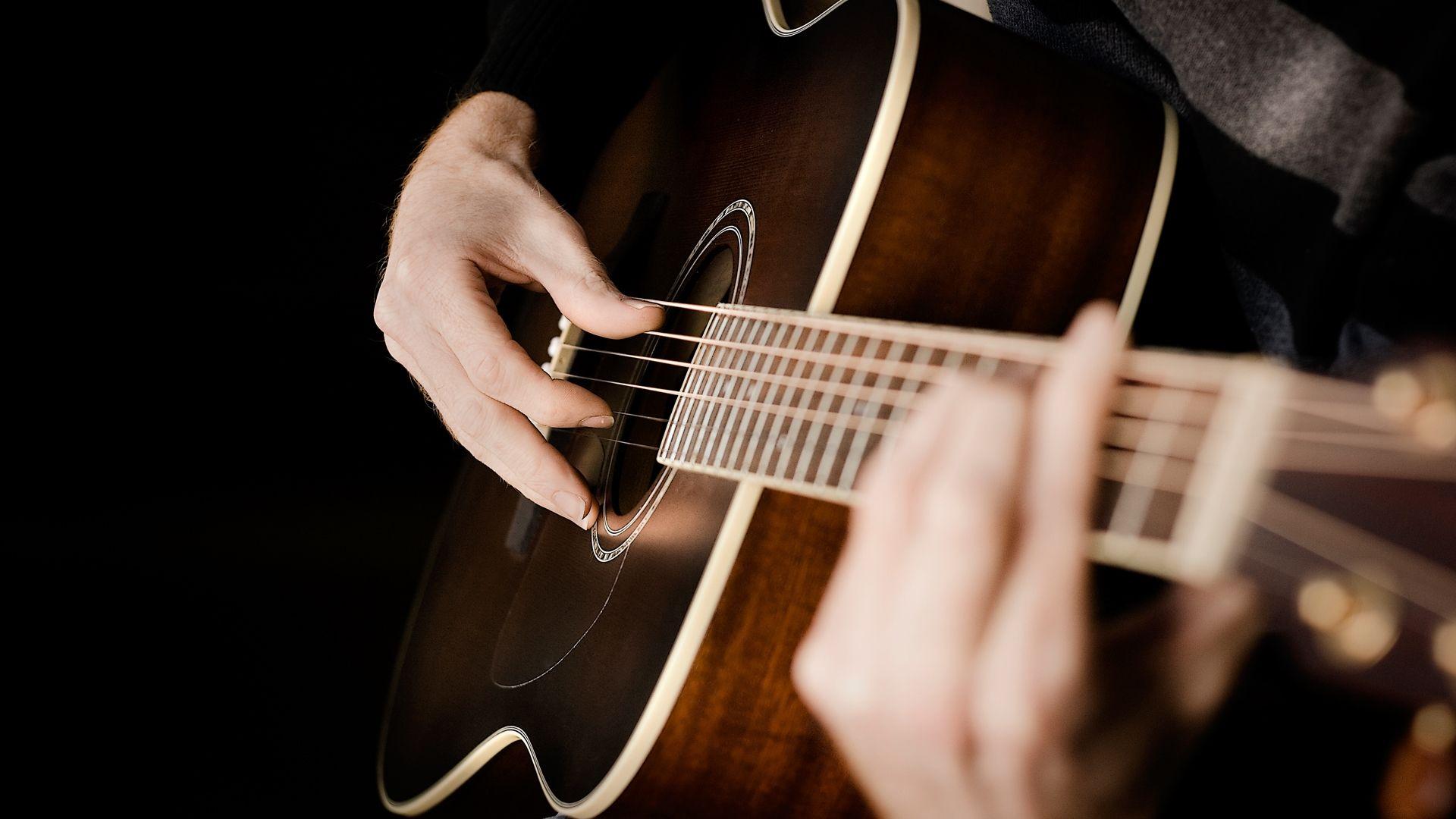 Acoustic Guitar hands, Image