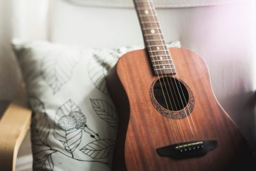 Acoustic Guitar, Pic
