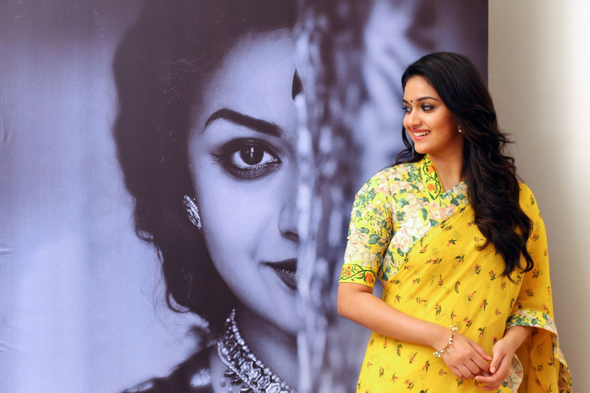 Keerthi Suresh, Download Wallpaper