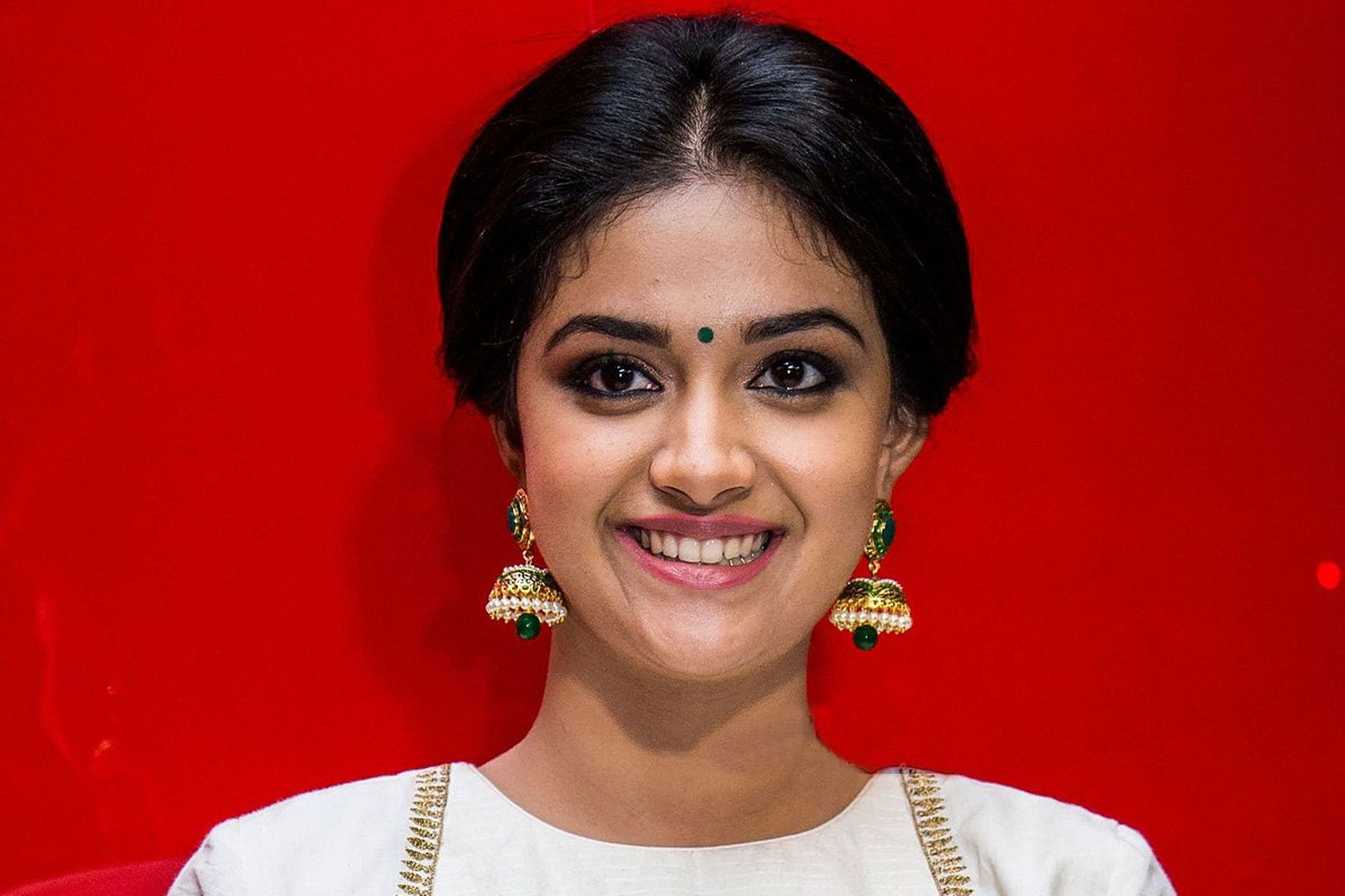 Keerthi Suresh, Cool Wallpaper