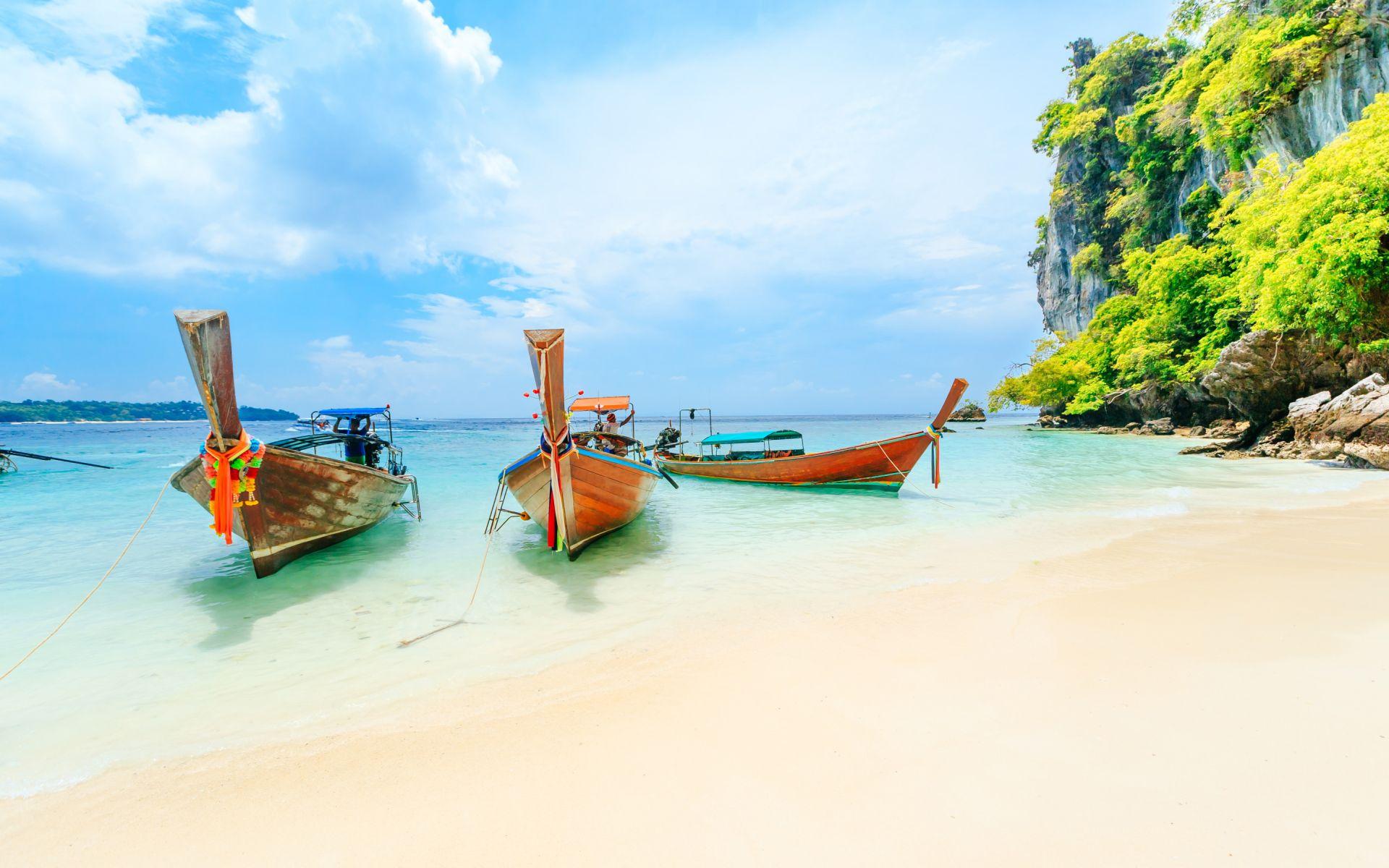 boats on beach summer wallpaper