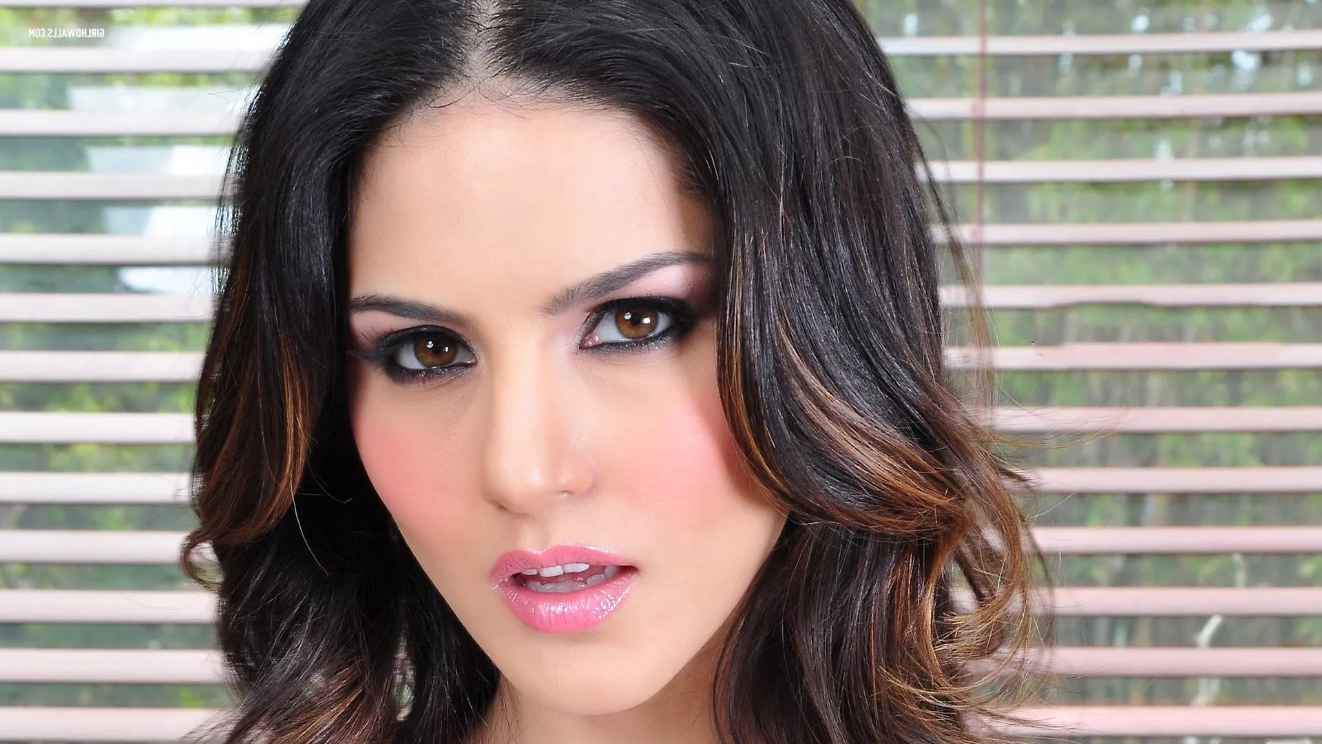 Sunny Leone Download wallpaper