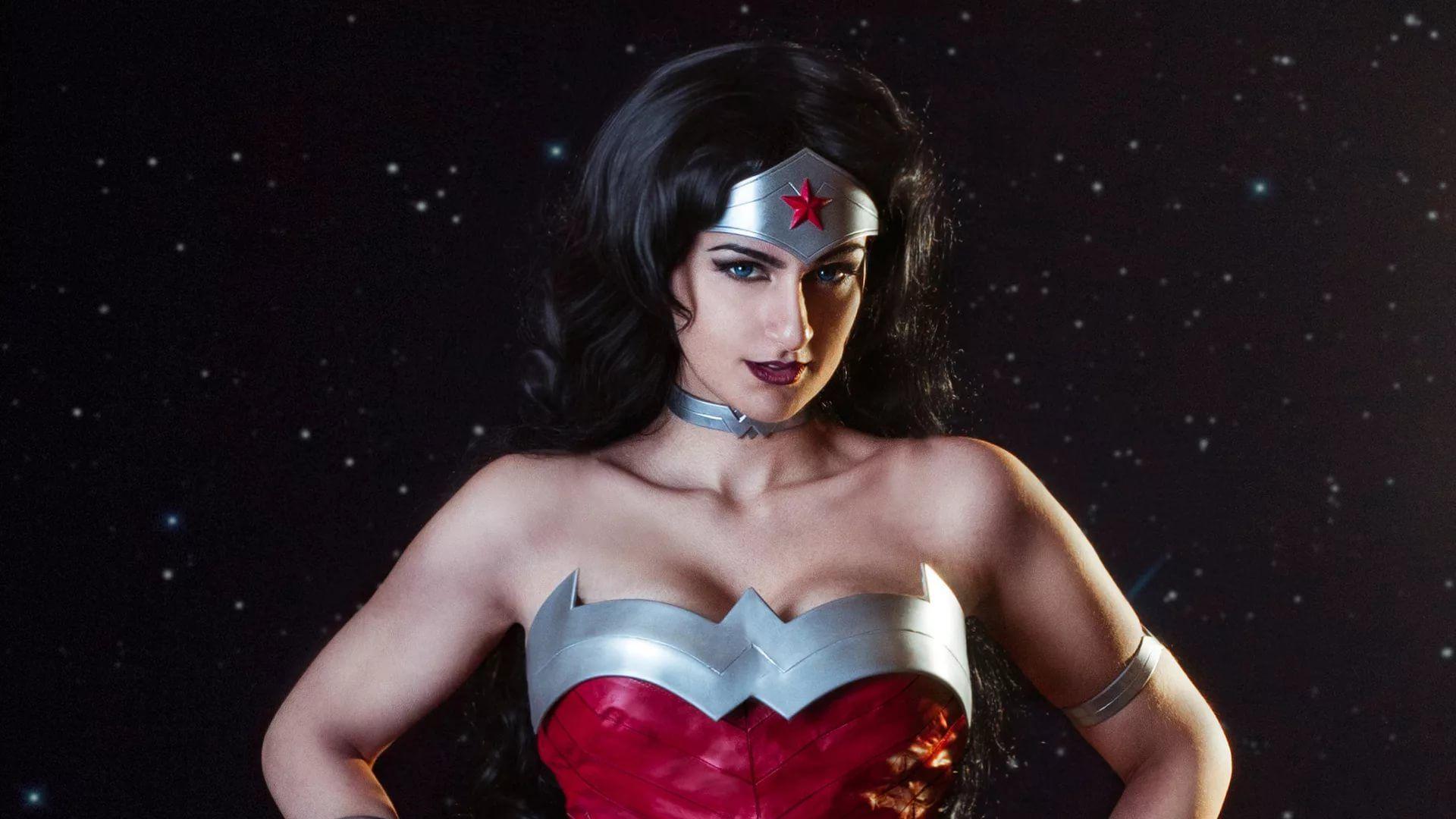 Wonder Woman Hot hd wallpaper