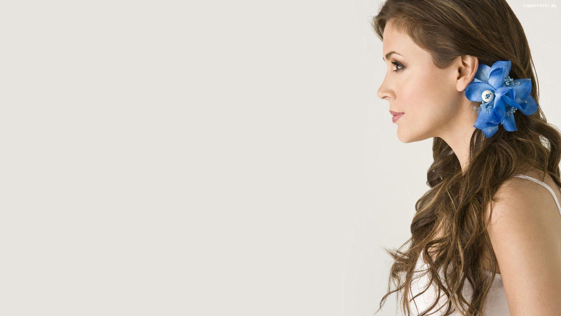 Alyssa Milano Photo Profile