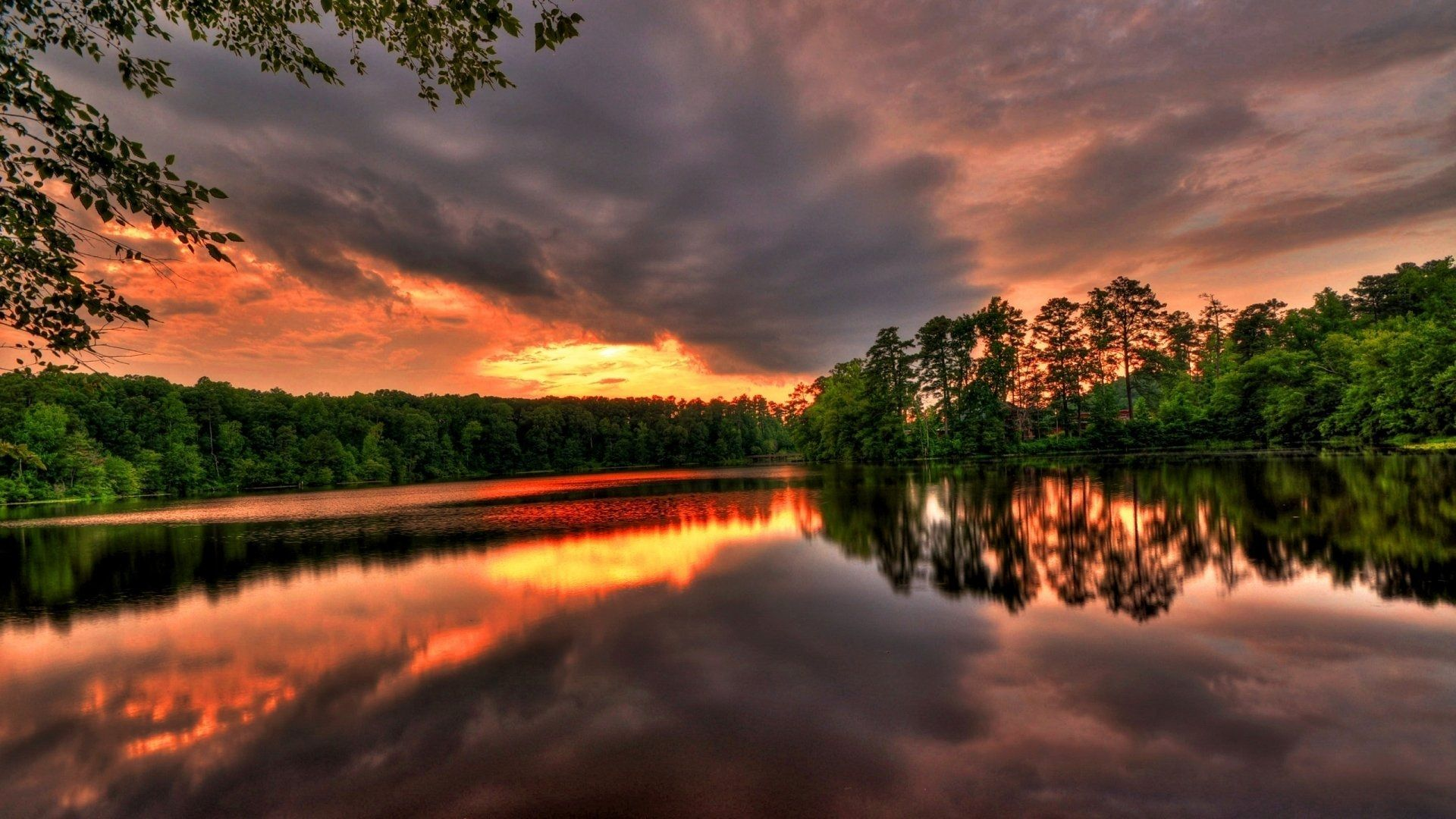 Download Wallpaper Sunset Over The Lake