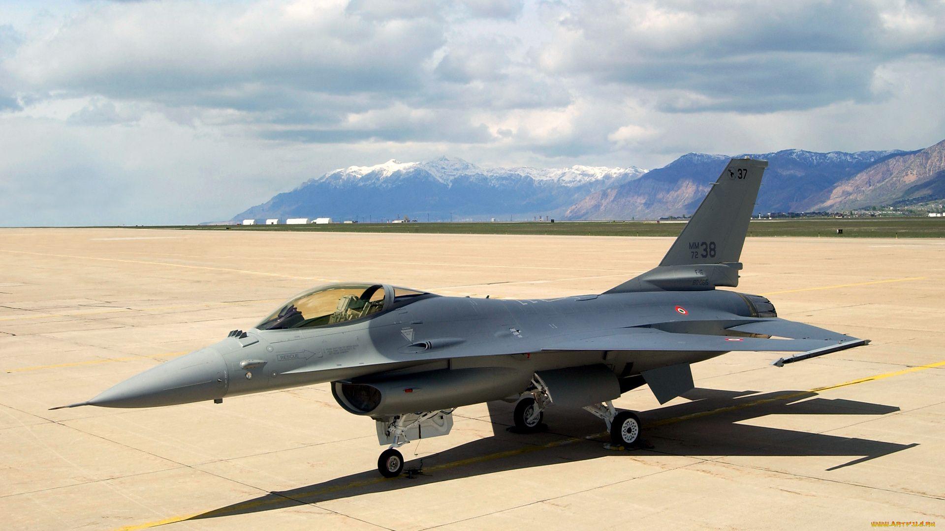 Fighter F 16