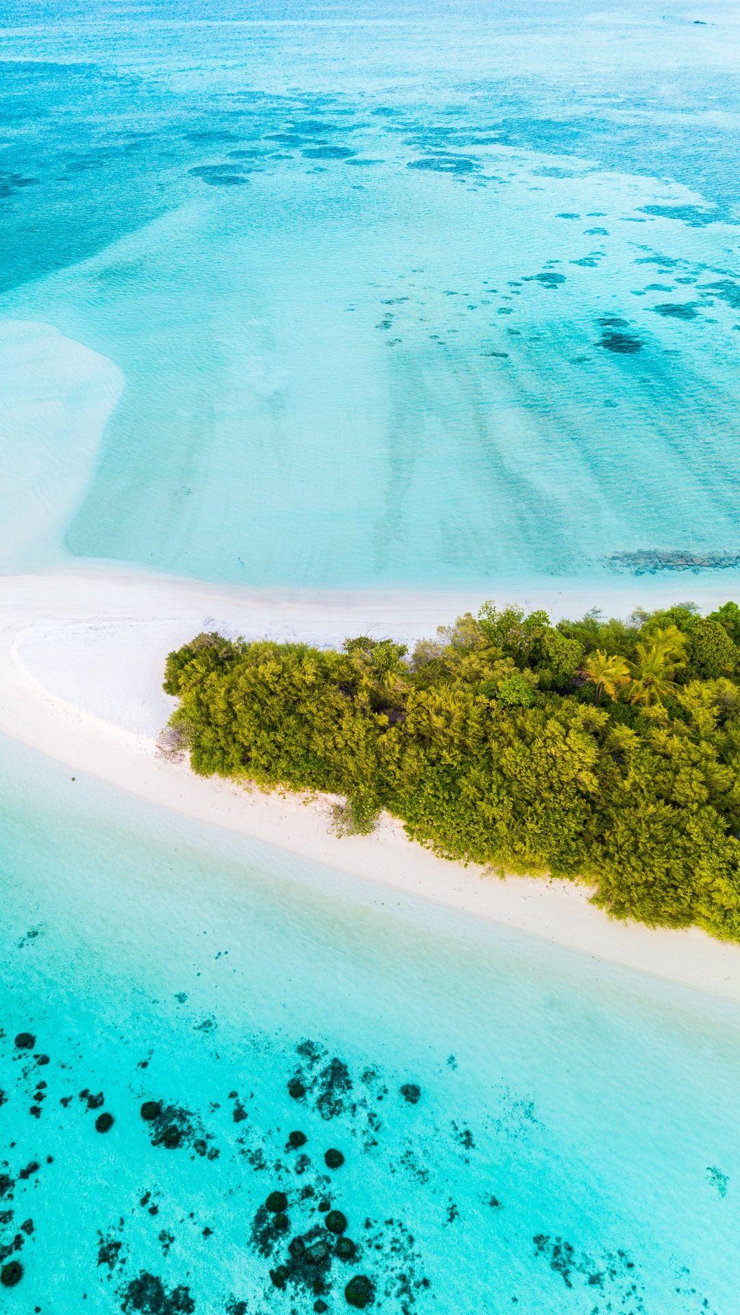 Island In The Ocean Top Wallpaper