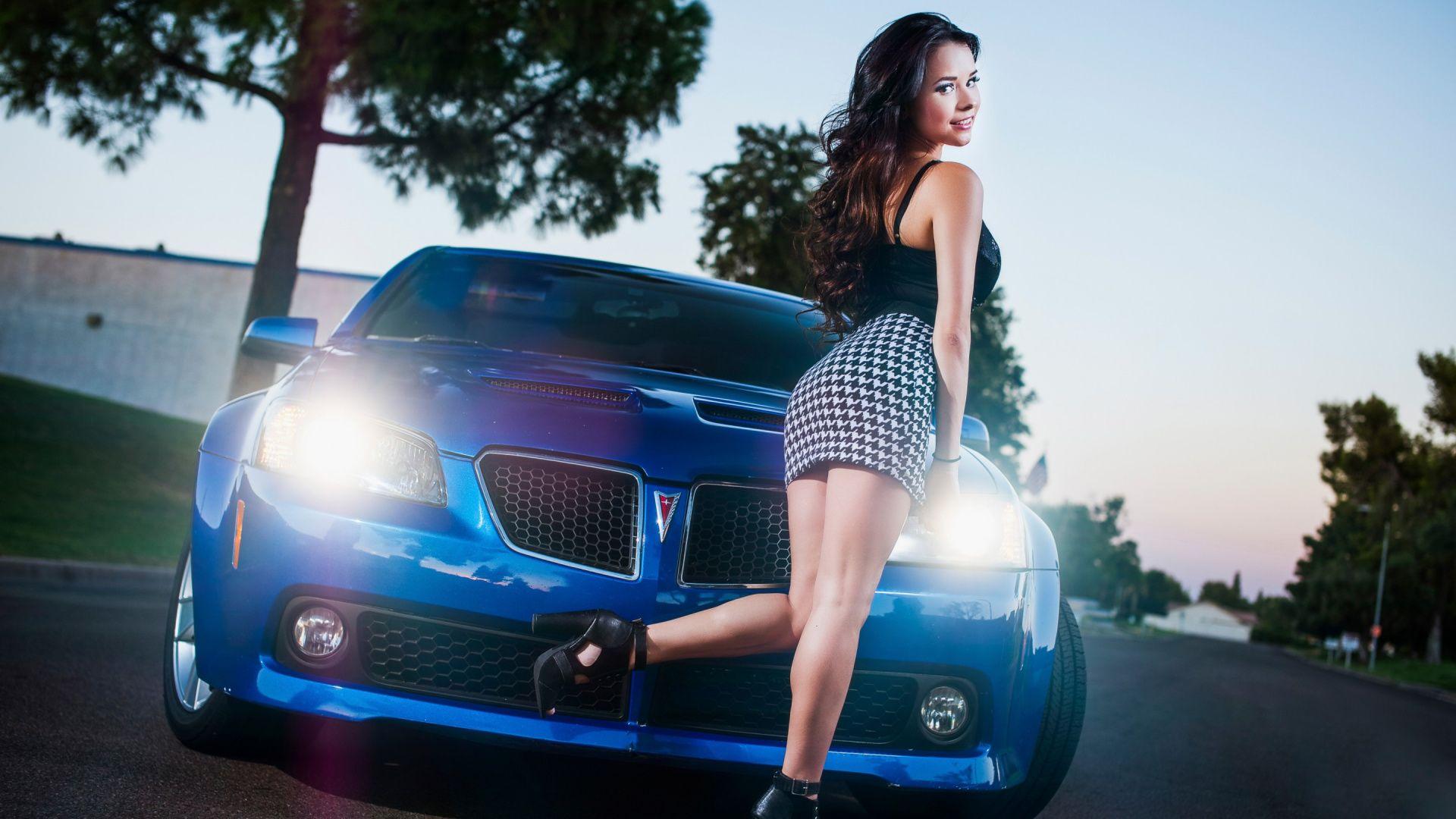 Car Girl desktop wallpaper