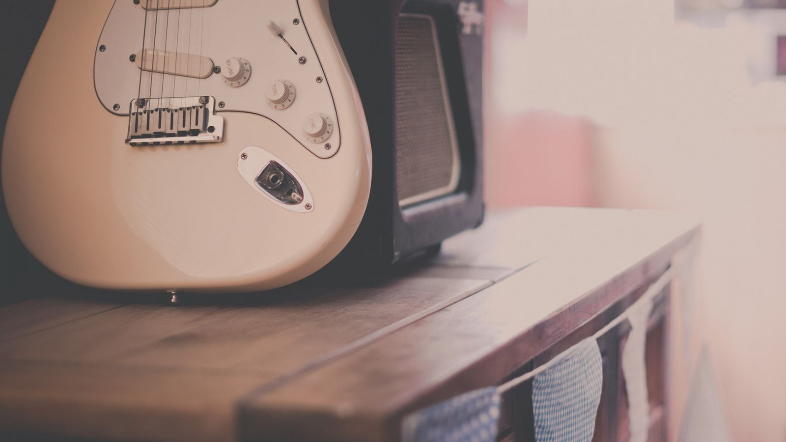 Retro Guitar Wallpaper