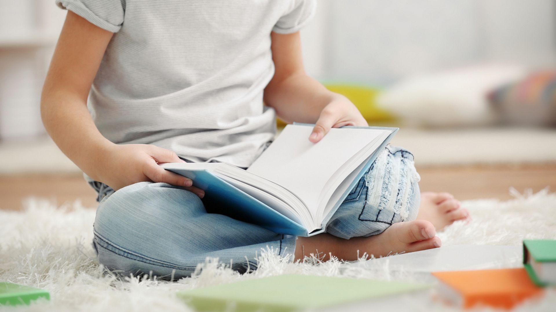 Note To Baby In Book desktop wallpaper