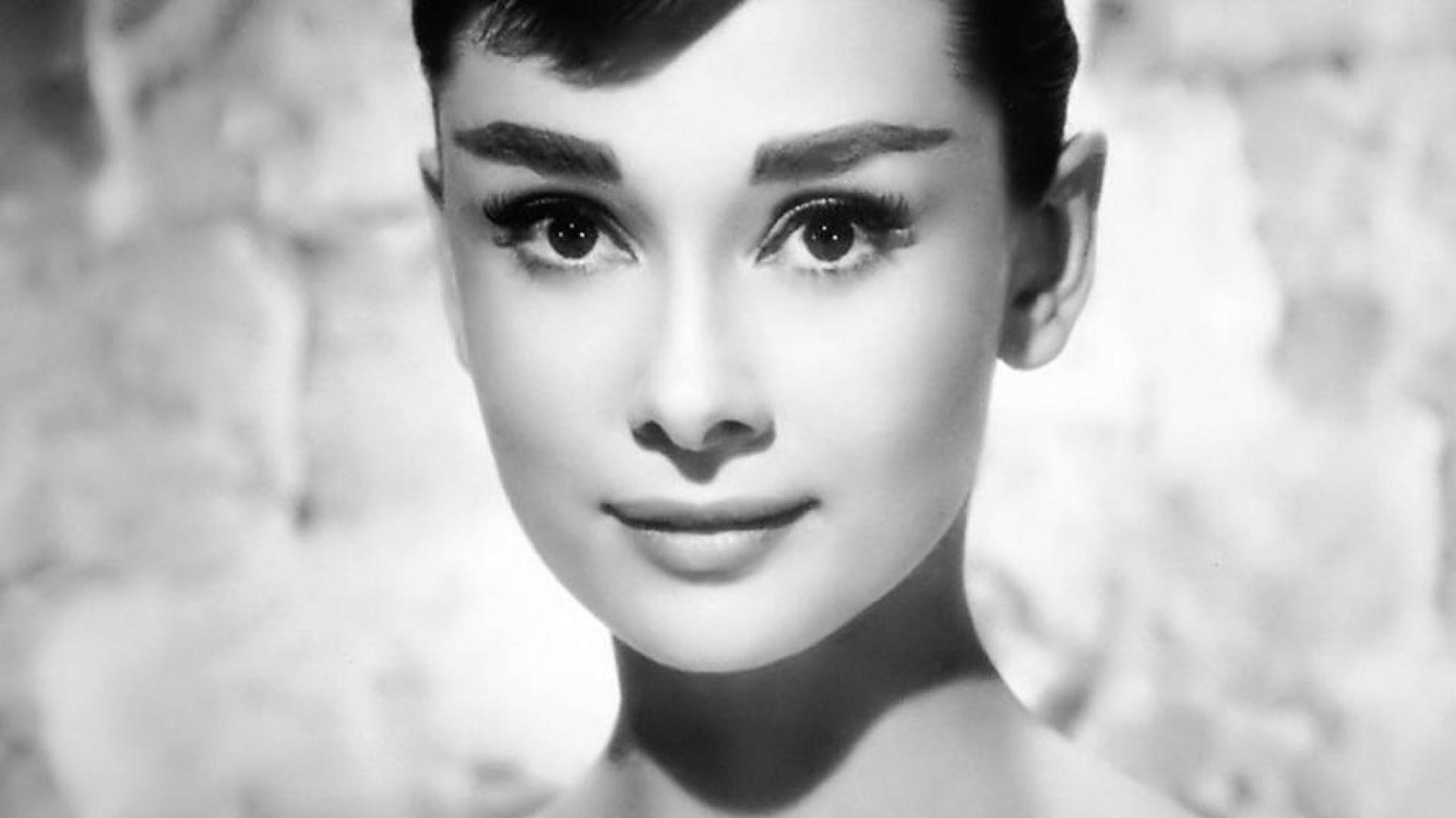 Audrey Hepburn Free Desktop Wallpaper