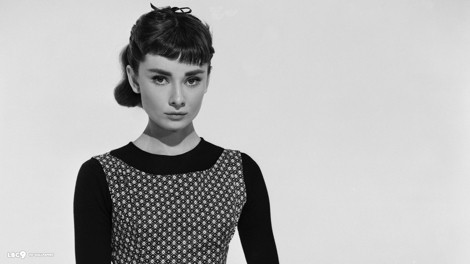 Audrey Hepburn Free Wallpaper and Background