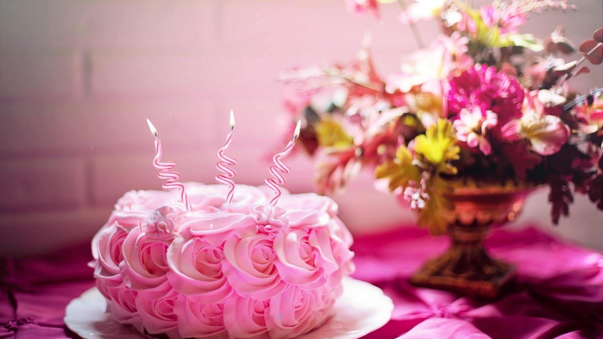 Birthday Cake Free Wallpaper