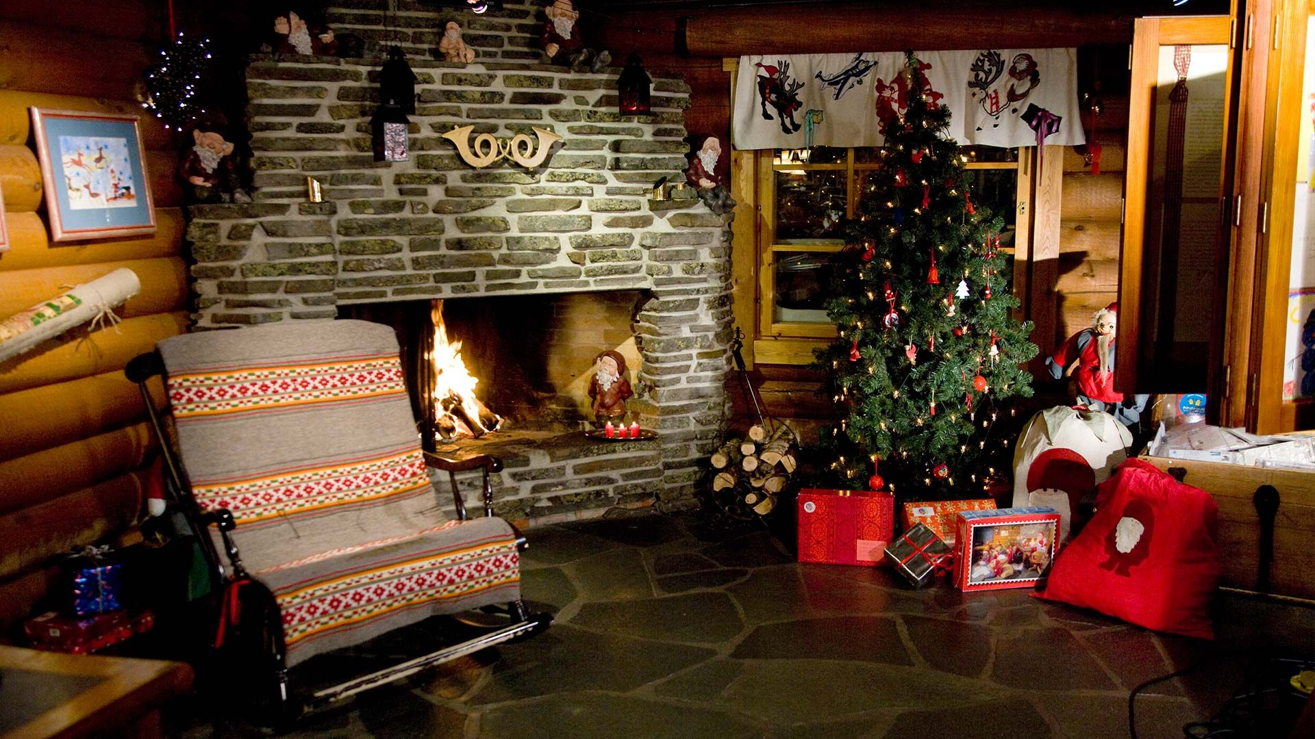 Christmas Fireplace Comfort download free wallpapers for pc in hd