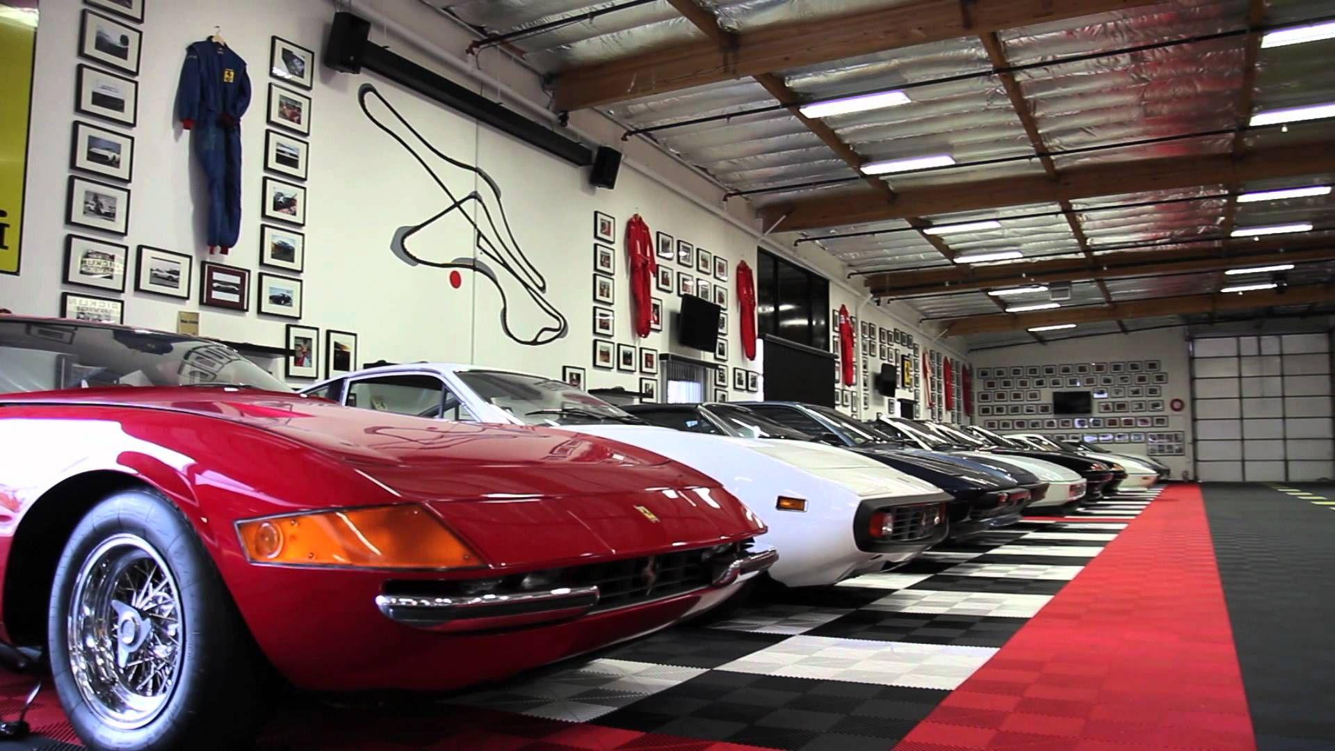 Garage screen wallpaper