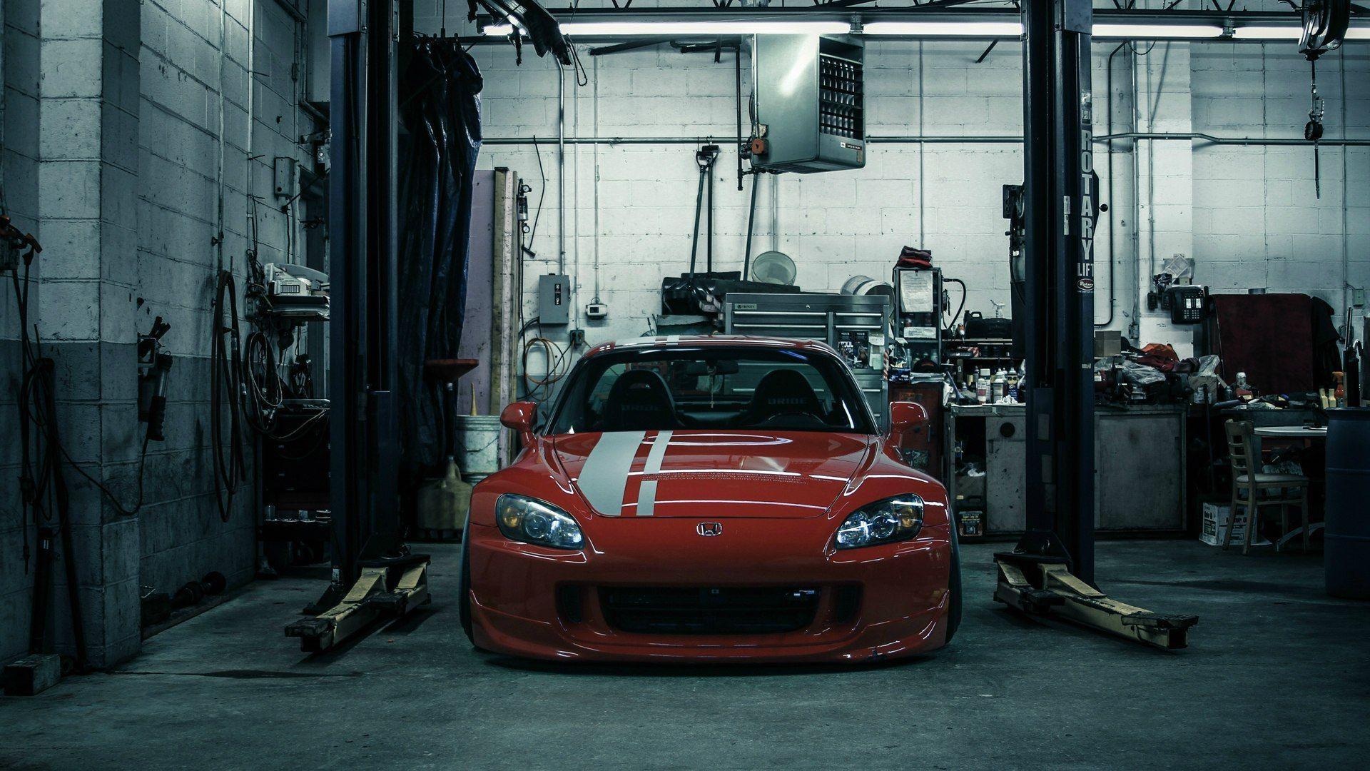 Garage wallpaper theme