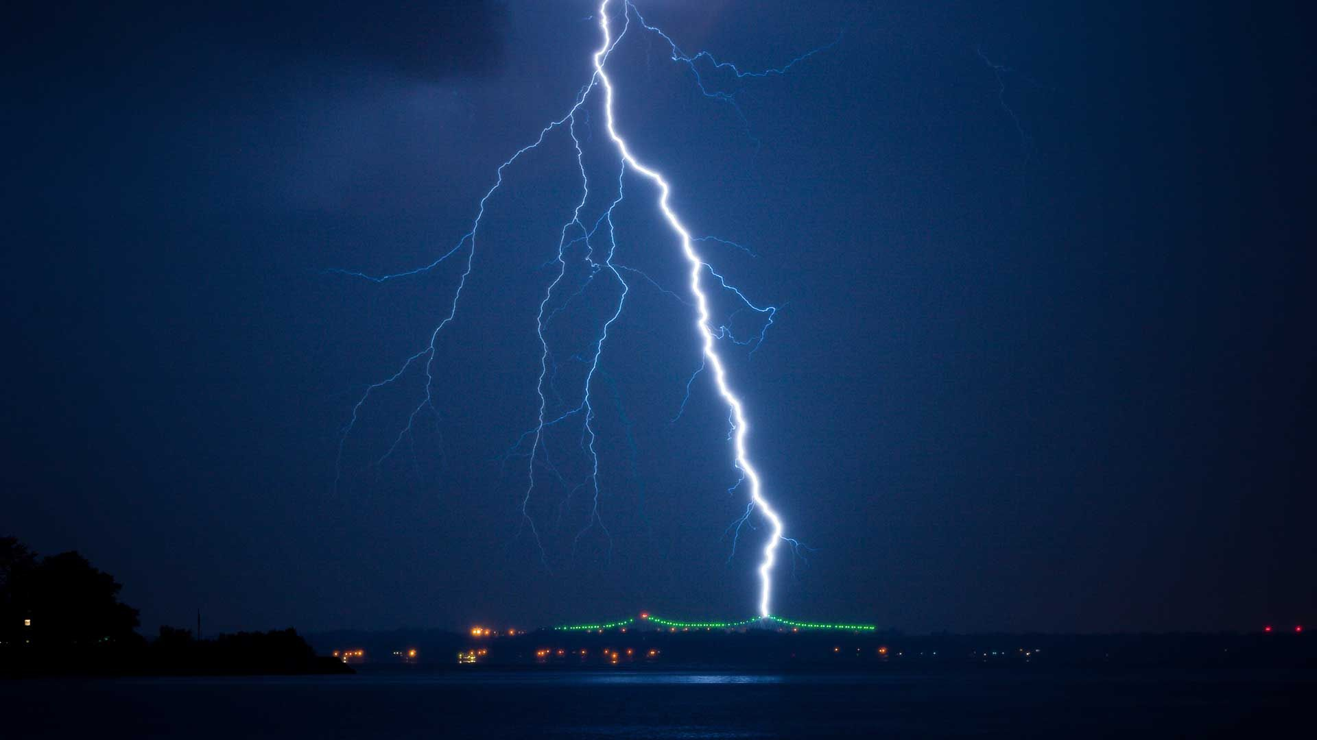 Lightning Bolt free hd wallpaper