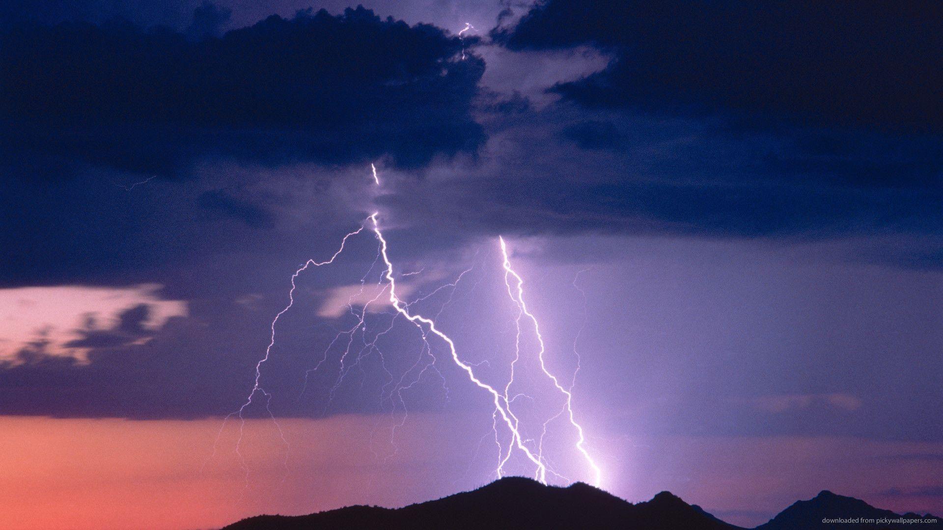 Lightning Bolt wallpaper theme