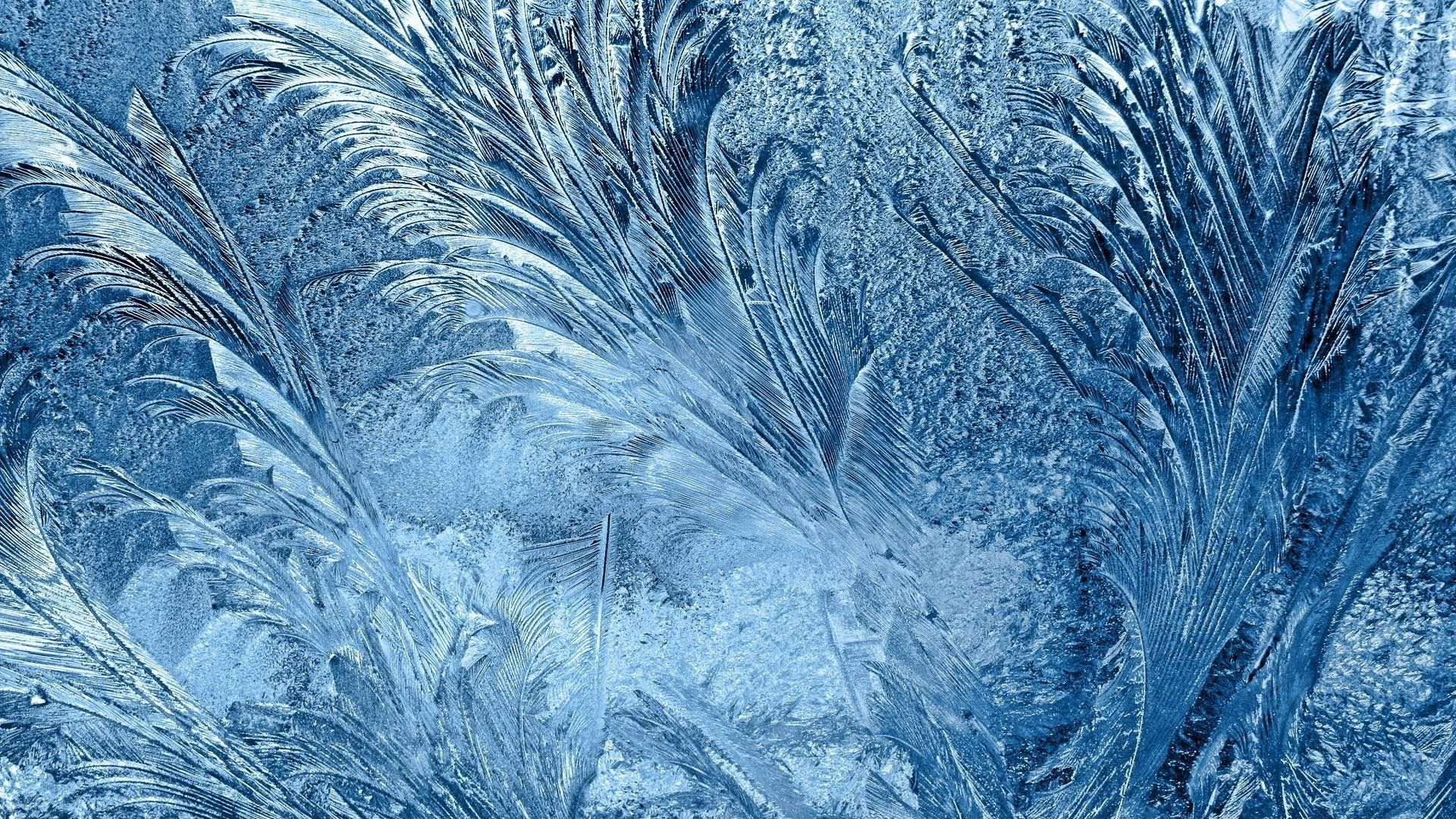 Winter Patterns On The Window background wallpaper