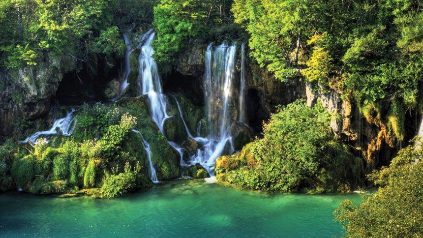 Waterfall desktop image