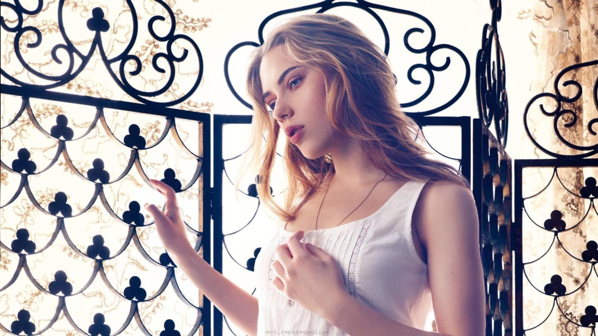 Scarlett Johansson HD Desktop Wallpaper