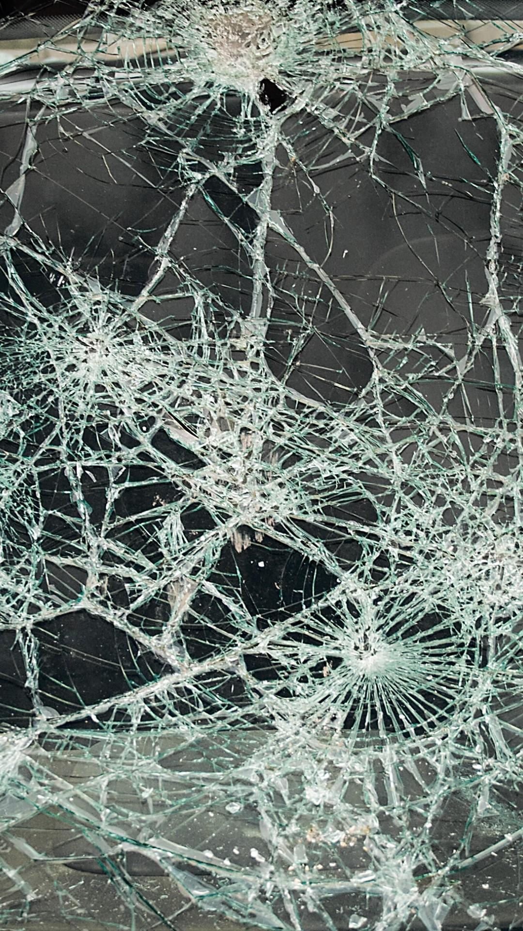 Cracked Screen iPhone 7 wallpaper