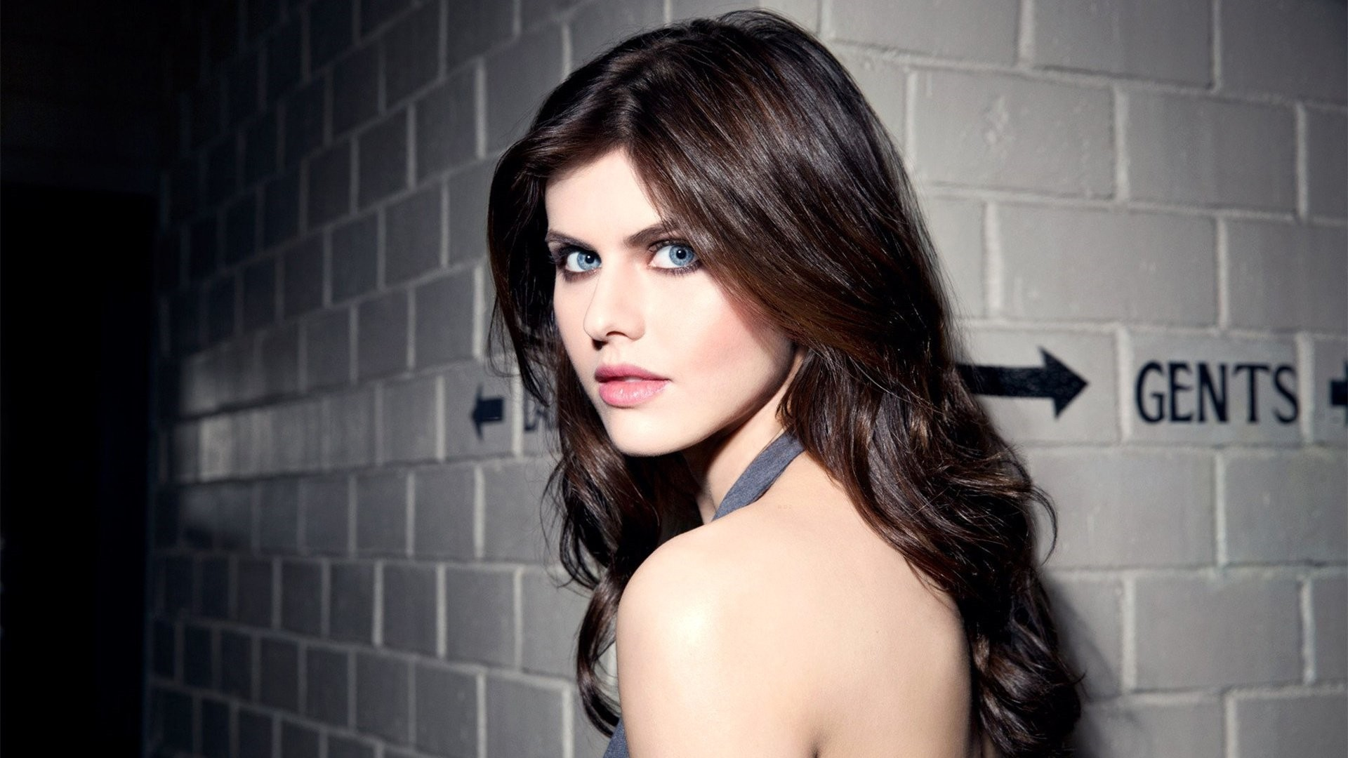 Alexandra Daddario HD wallpaper