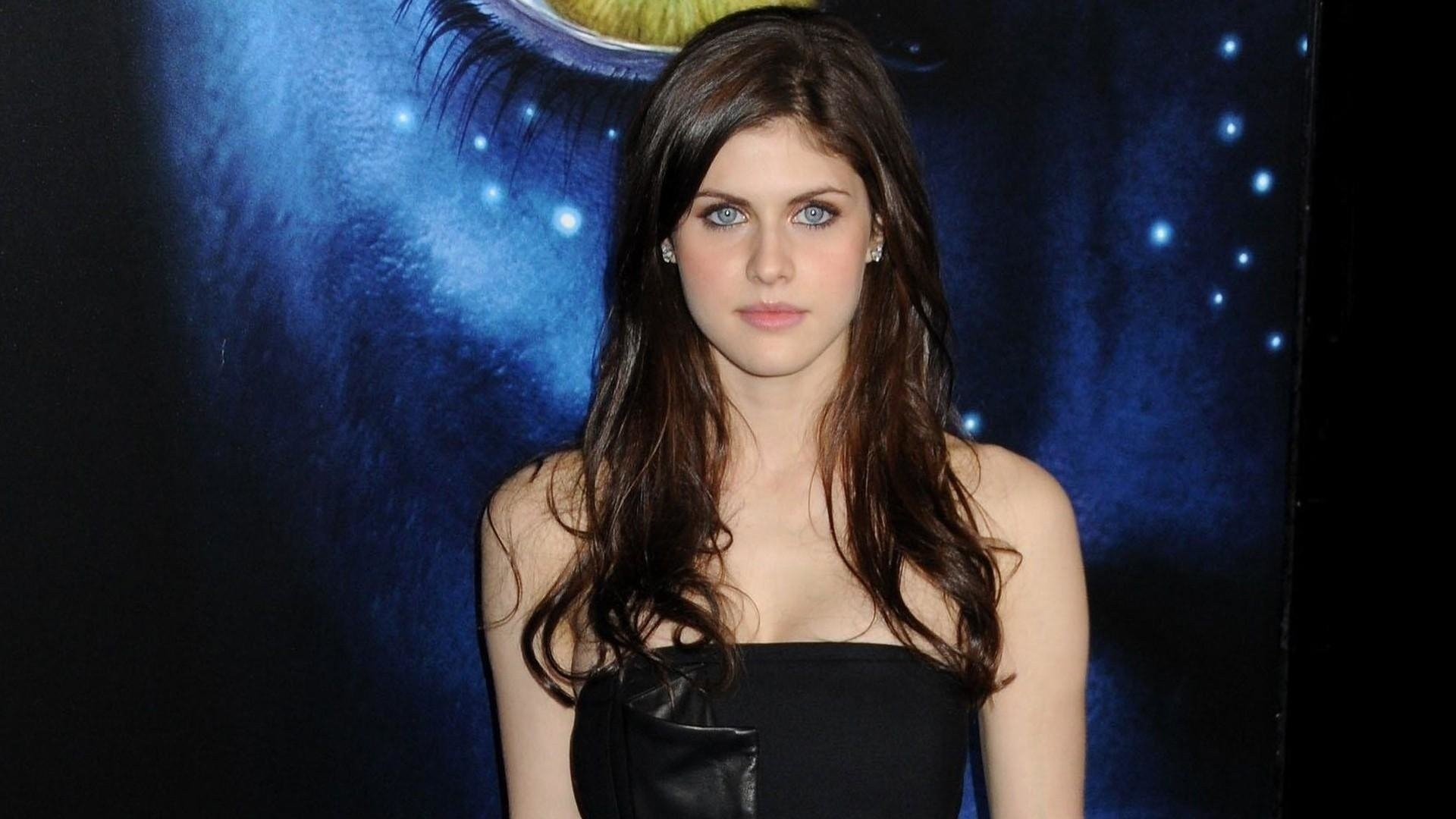Alexandra Daddario laptop wallpaper