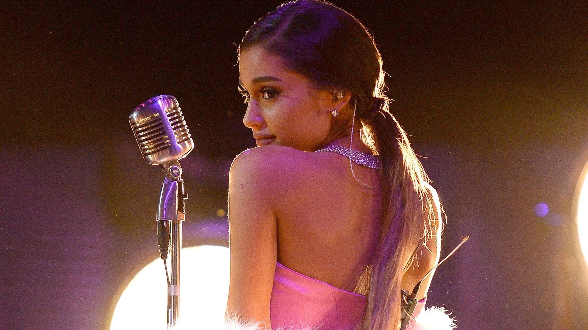 Ariana Grande Free Download Wallpaper