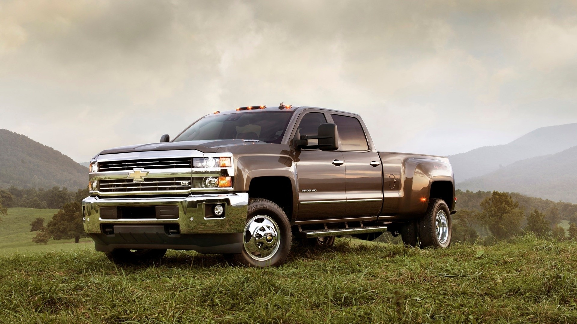 Silverado full hd wallpaper for laptop