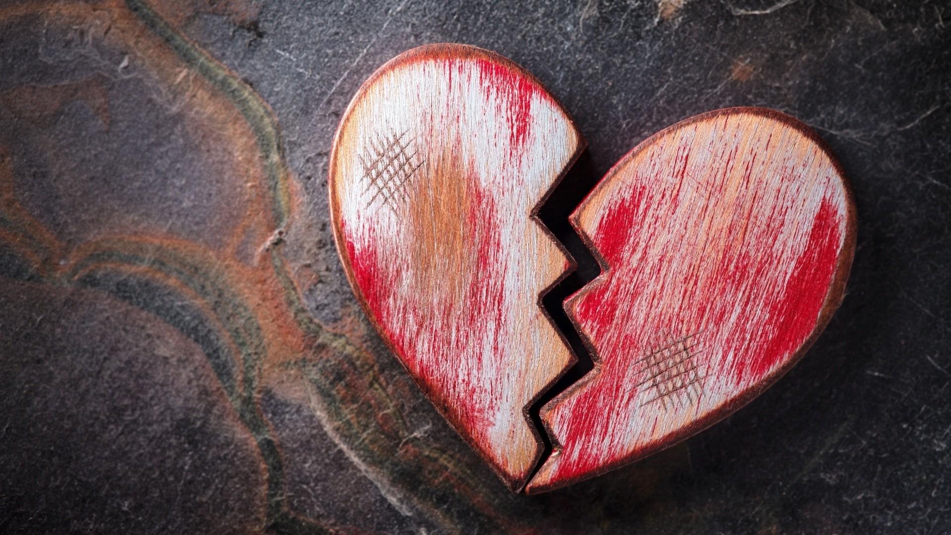 Broken Heart a wallpaper