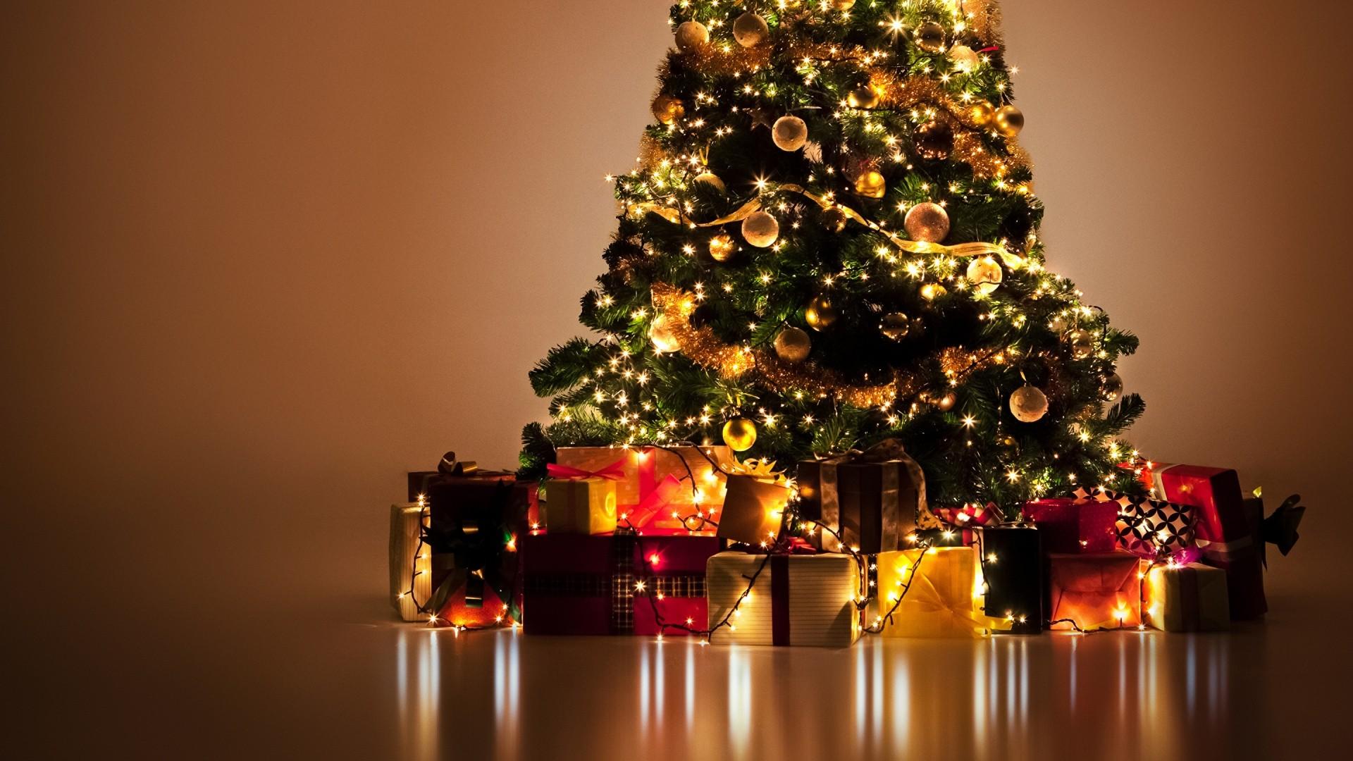 Christmas Tree PC Wallpaper