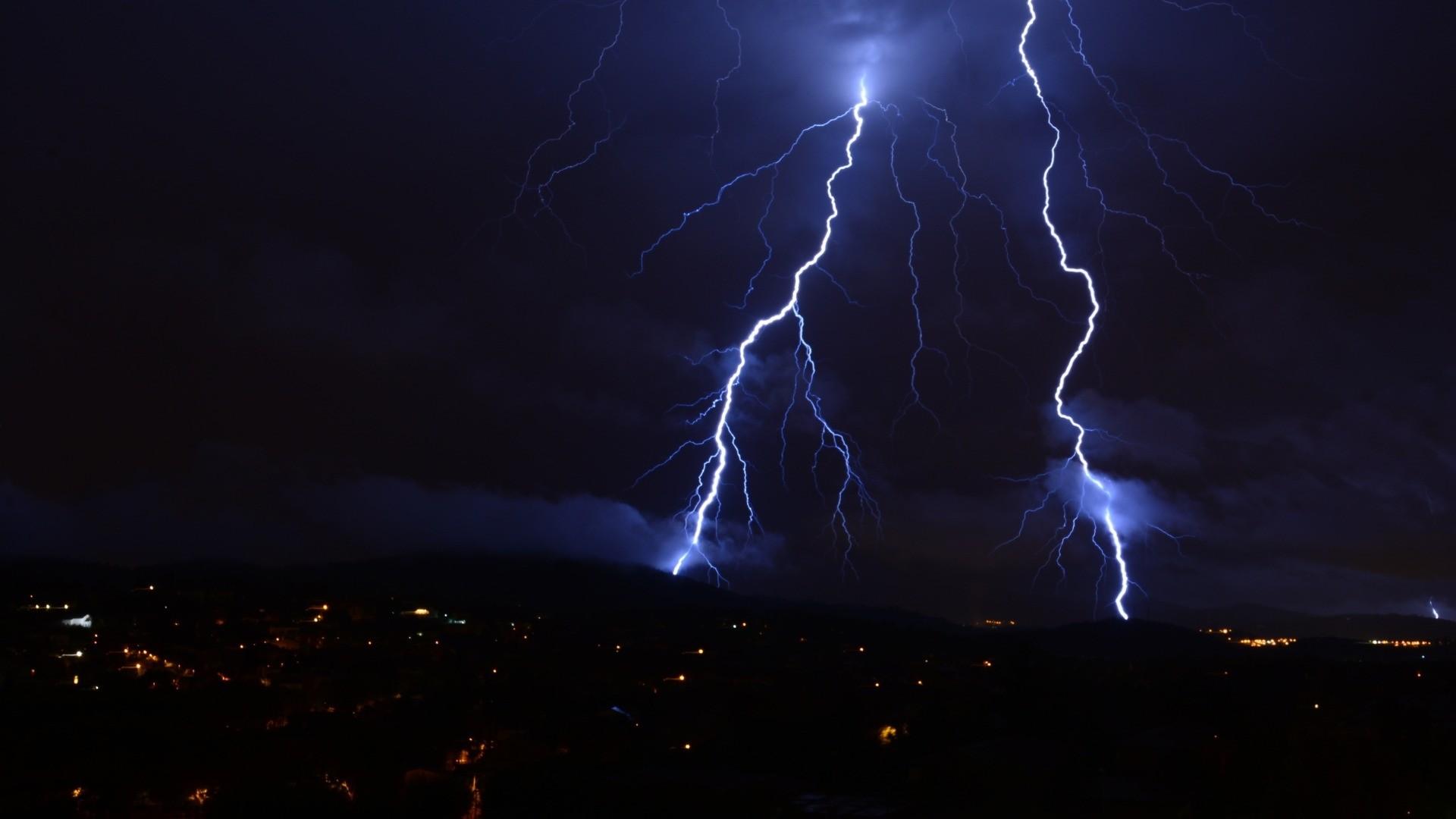 Lightning Full HD Wallpaper