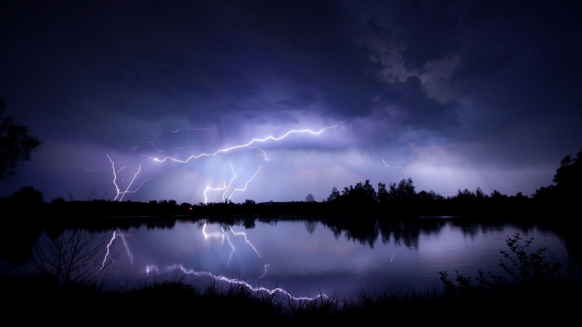 Lightning Free Wallpaper and Background