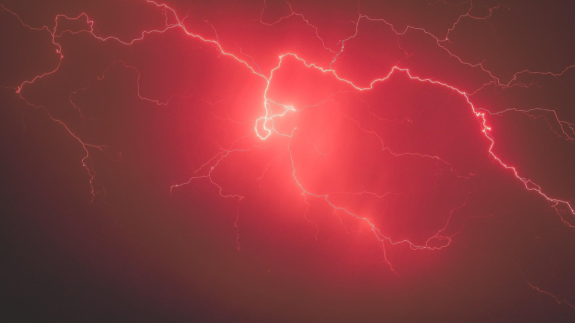 Lightning Free Wallpaper