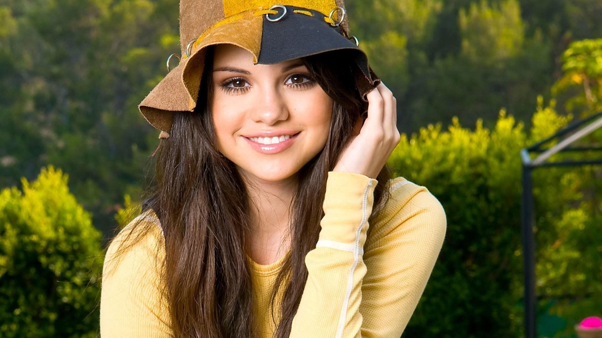 Selena Gomez hd desktop wallpaper