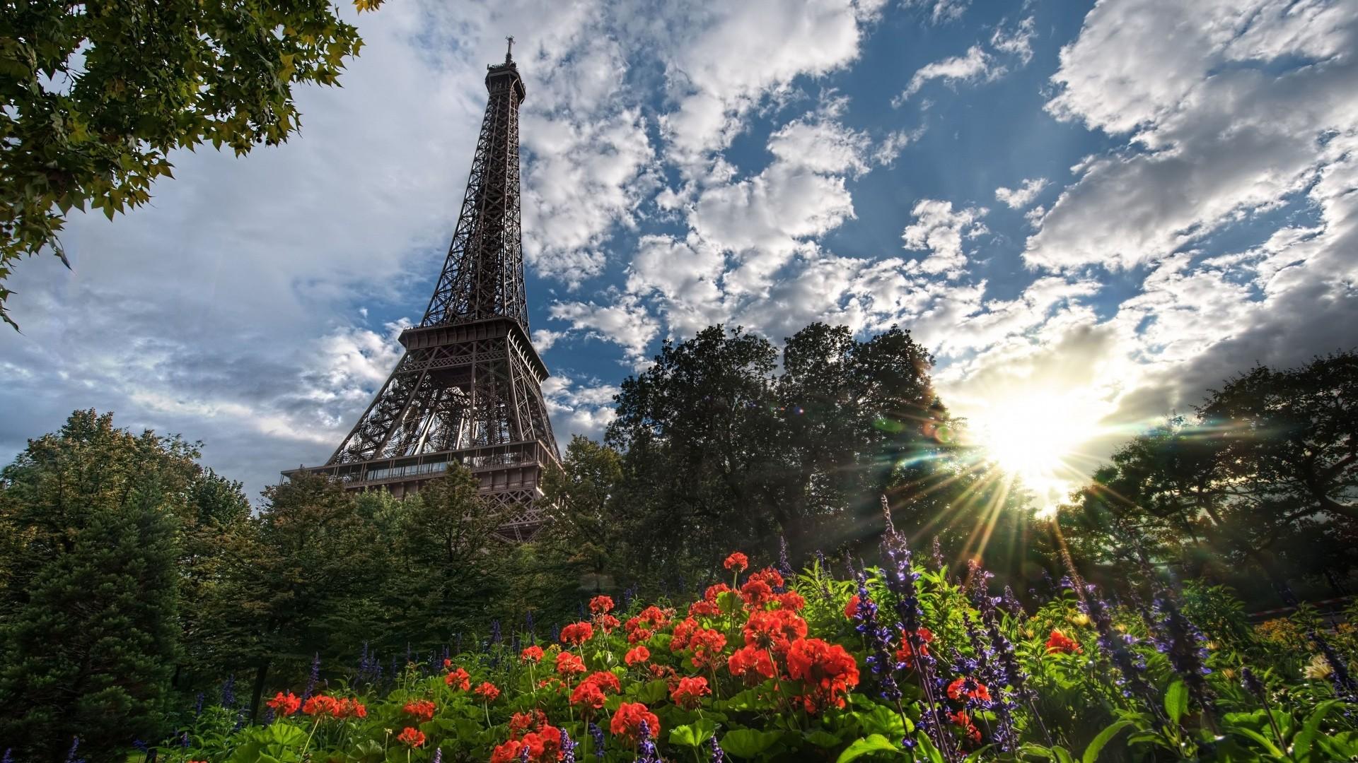 Eiffel Tower Free Wallpaper