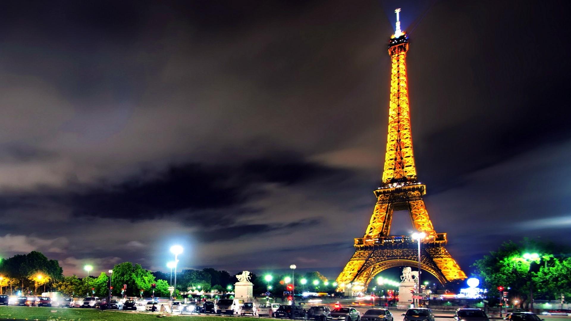 Eiffel Tower Full HD Wallpaper