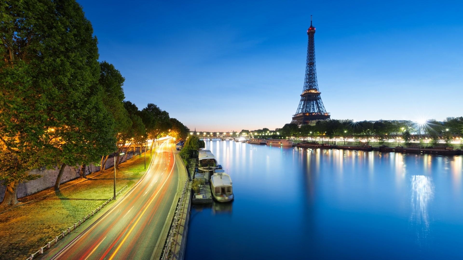 Eiffel Tower Background Wallpaper