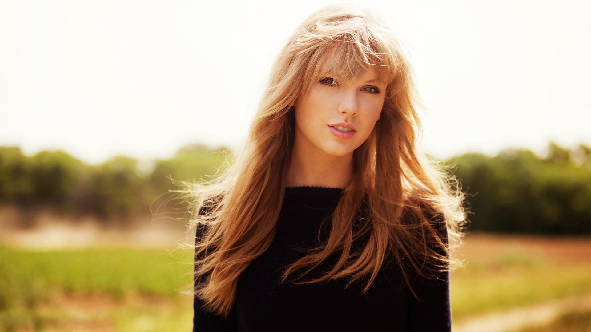 Taylor Swift Full HD Wallpaper