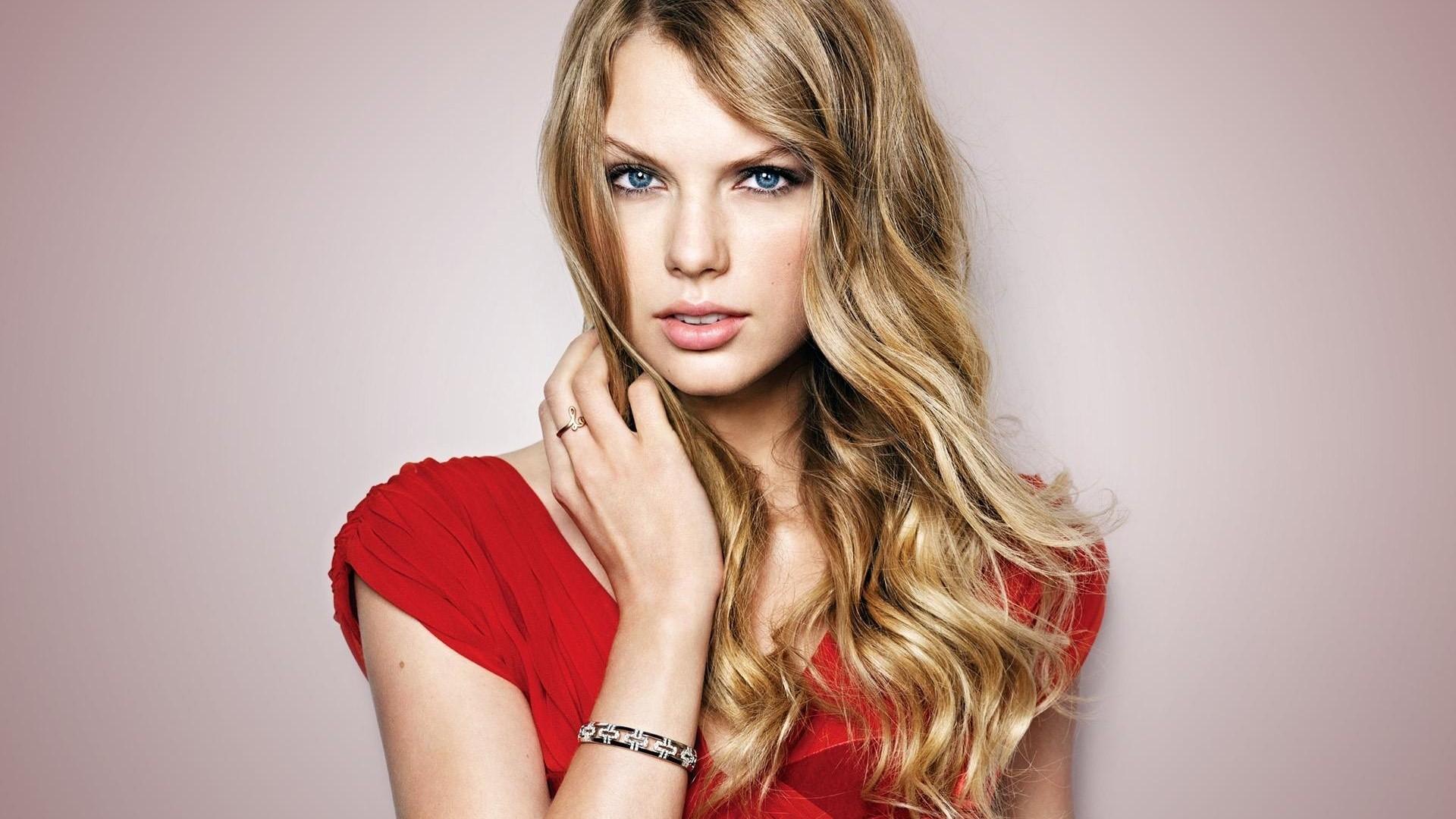 Taylor Swift Free Wallpaper