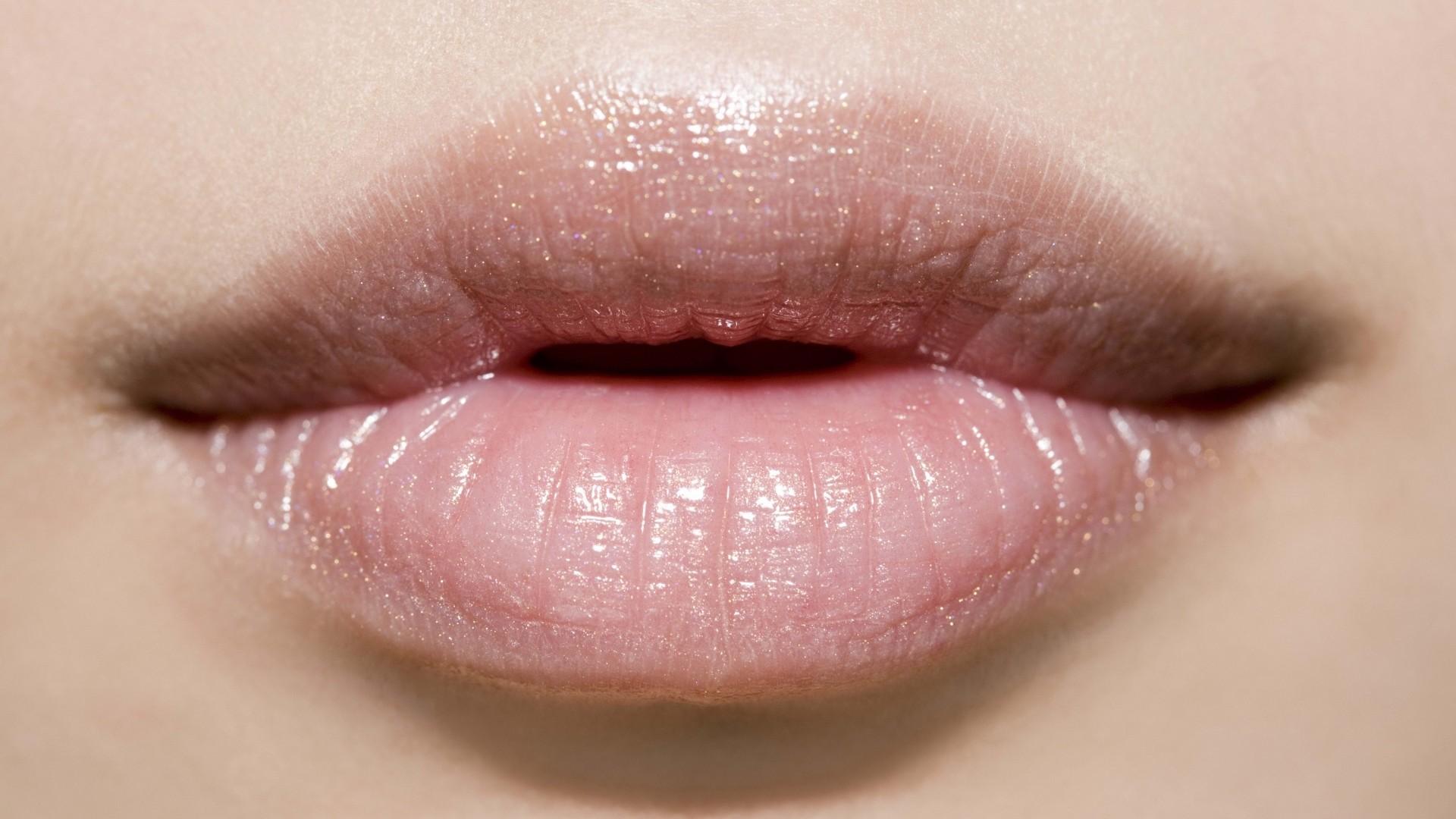 Lips Wallpaper