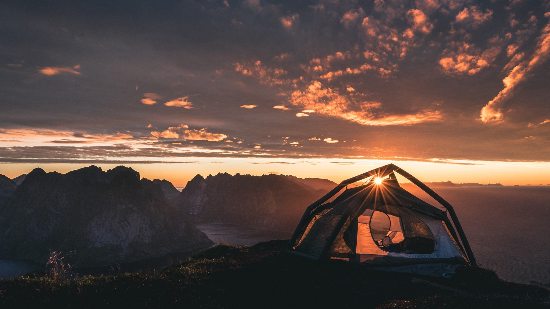 Camping Free Wallpaper