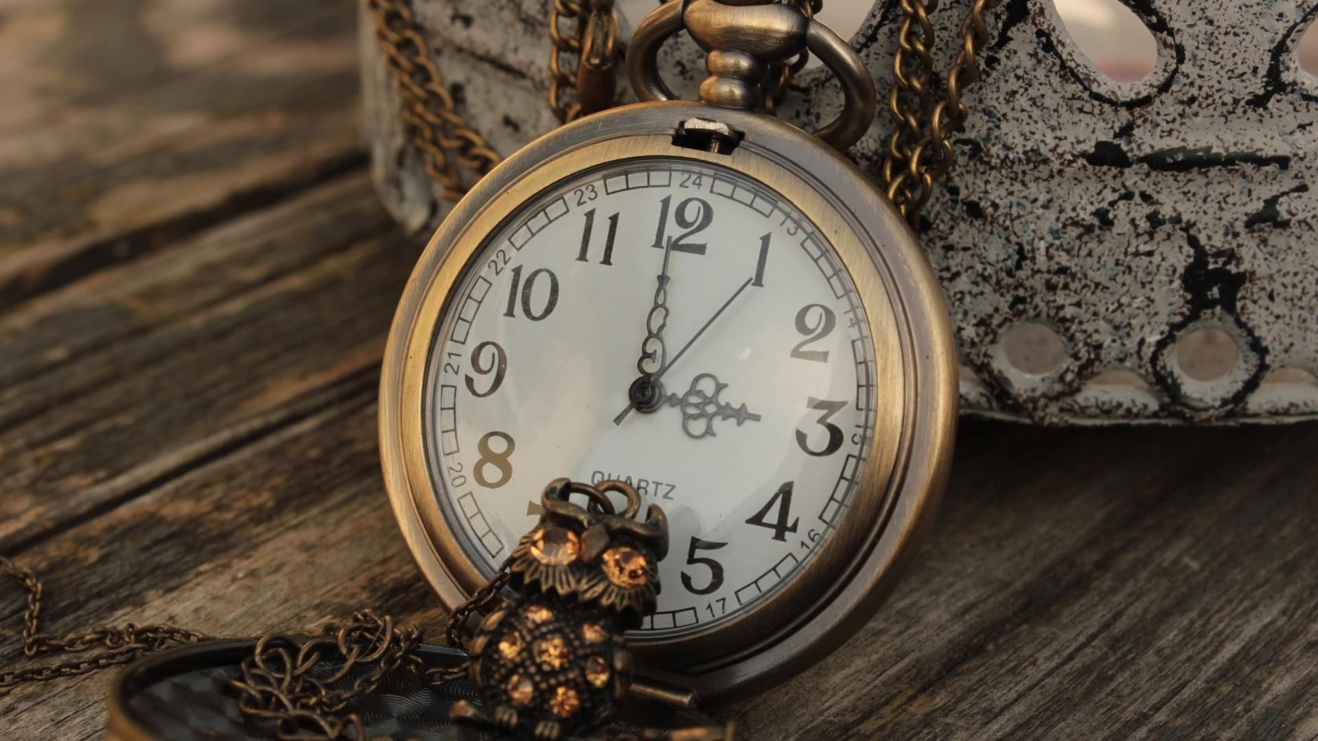Clock Free Wallpaper