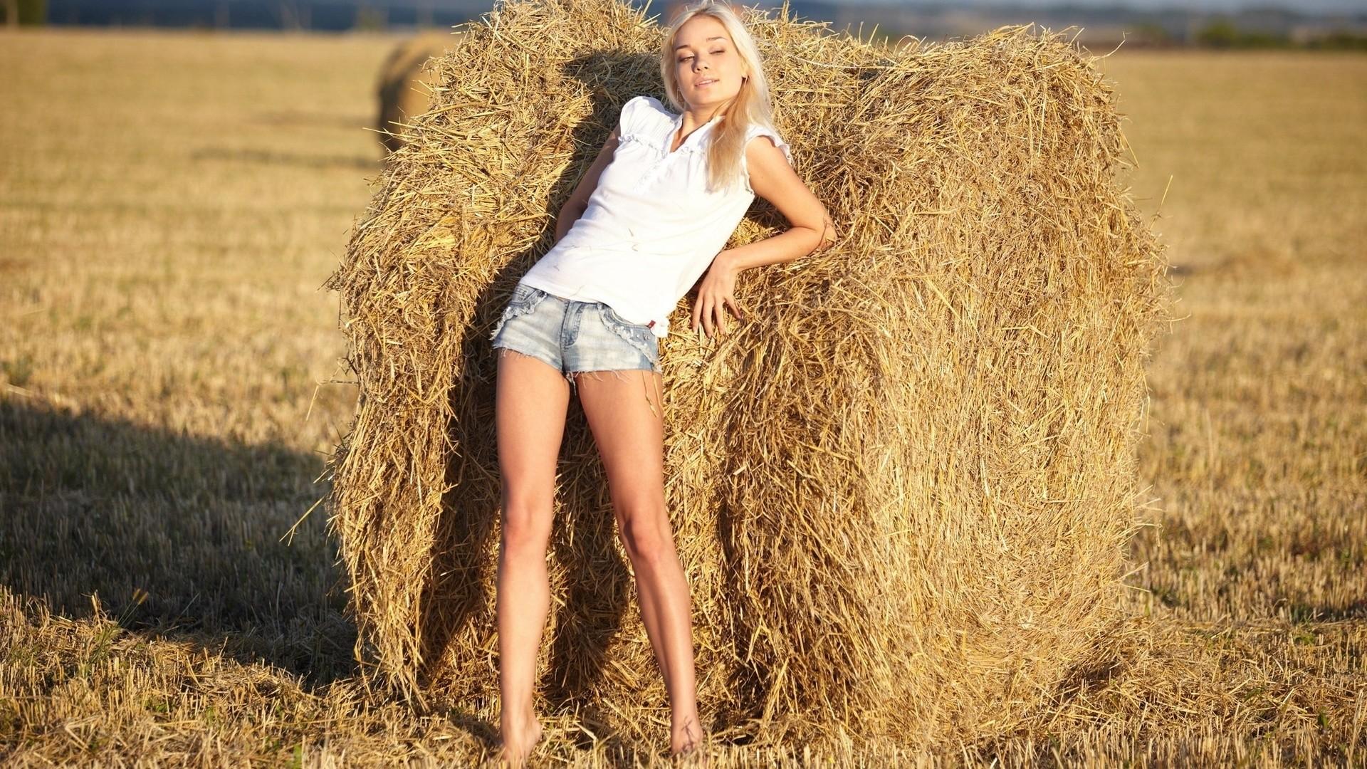 Country Girl Wallpaper