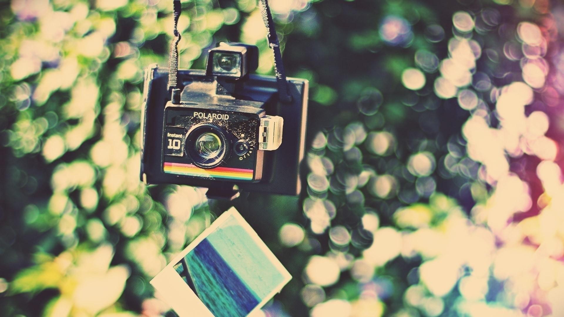 Polaroid Wallpaper theme