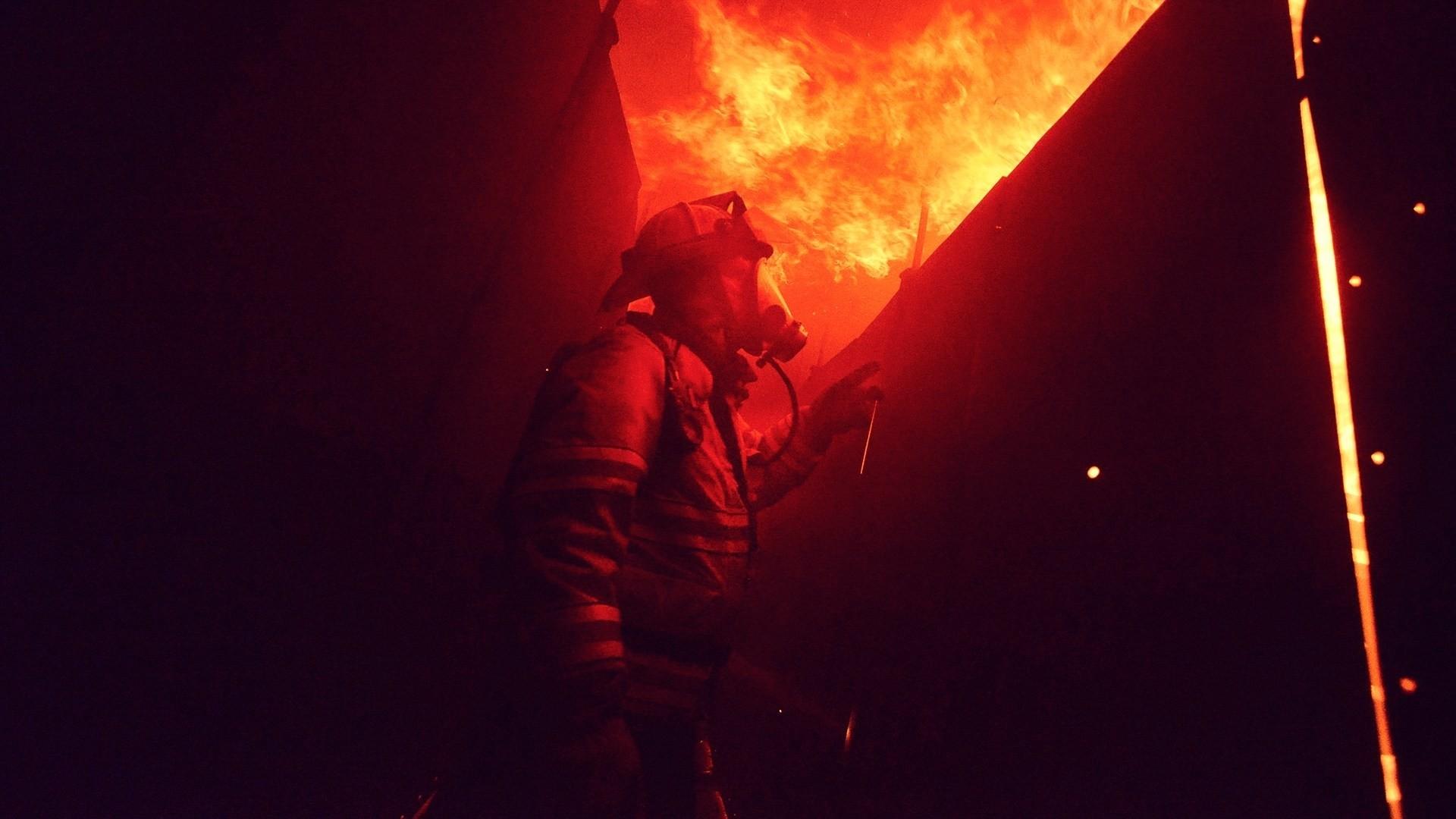 Firefighter Free Wallpaper