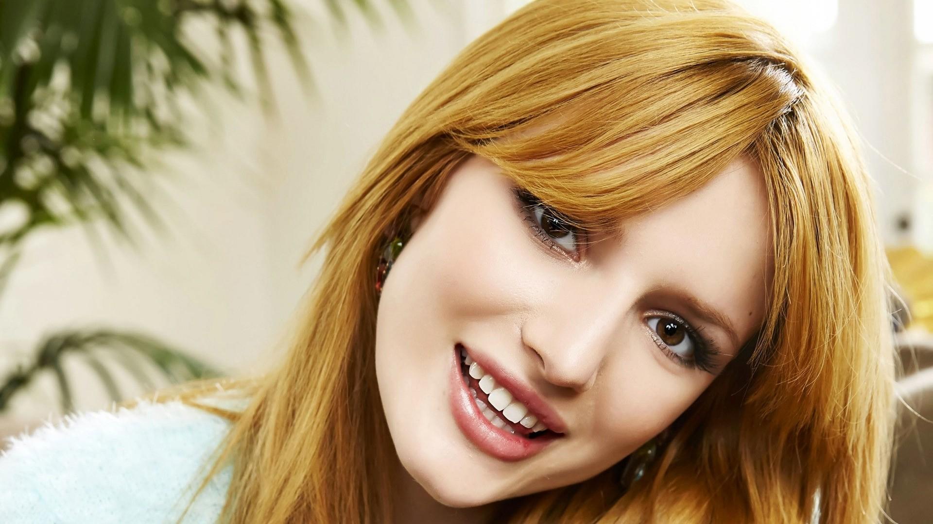Bella Thorne HD Wallpaper